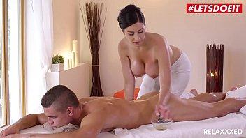 LETSDOEIT – Tschechische MILF nimmt jungen großen Schwanz auf heißen Massage Sex & lpar; Alex Black & Max Dior & rpar;