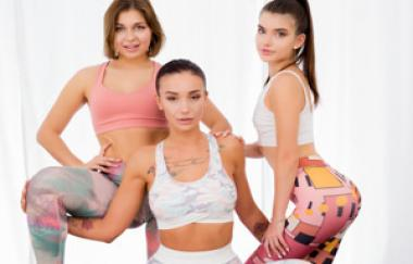 Hazel Dew, Mia Richi, Nata Paradise – Die Magie der Yogahosen – Lezcuties (21Sextury)